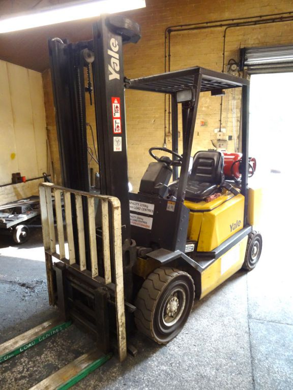 Yale Model GLP2STFV2420 gas fork lift truck, 2500k...