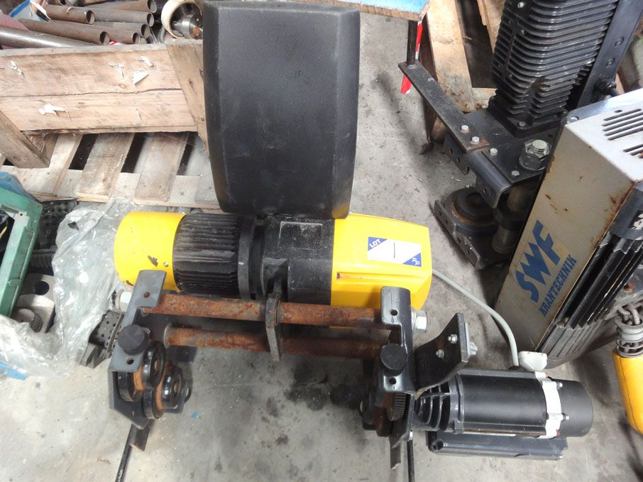 Morris electric chain hoist, 1ton SWL - Lot L...