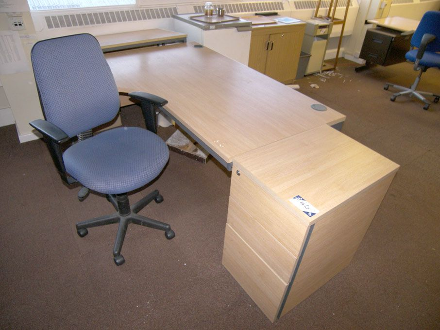 1600x1200mm maple 'L' shape desk, pedestal unit, P...